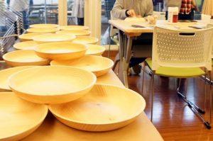 六甲山ひのきのカレー皿づくり